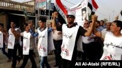 شباب في الناصرية ضد الطائفية (الارشيف)