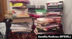 İntiqam Əliyevin evində kitablar