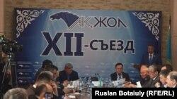 На съезде политической партии «Ак жол». Астана, 12 марта 2015 года.