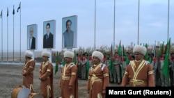 Торжественная церемонии начала строительных работ по проекту ТАПИ на афганском участке газопровода, который соединит Туркменистан через Афганистан с Пакистаном и Индией, недалеко от города Серхетабат, февраль, 2018