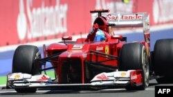 Победитель Гран-При Европы, гонщик Ferrari Фернандо Алонсо. Валенсия, 24 июня 2012 г