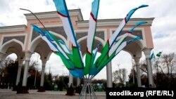 Uzbekistan - Norouz (Navruz) in Tashkent, people are going to National park named after Alisher Navoiy for Navruz, 21Mar2013