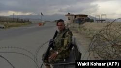Кабулдун түндүгүндөгү Баграм аба базасынын жанындагы текшерүү пункту, 29-апрель 2021-жыл.