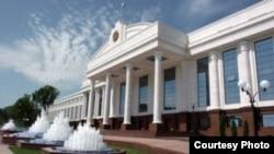 Здание Сената Олий Мажлиса (верхней палаты парламента) Узбекистана в Ташкенте.