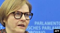 Евродепутаты намерены добиться, чтобы вопрос о бесланской трагедии попал в повестку дня осеннего саммита Россия – ЕС