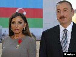 Ильхам Алиев и Мехрибан Алиева после награждения орденом Почетного легиона, Баку, 7 октября 2011