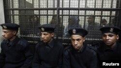 """""""Заңсыз шетел қаржысын пайдаланды"""" деп айыпталып, қамалған египеттіктер. Каир, 26 ақпан 2012 жыл."""