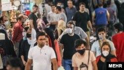 فرمانده ستاد مقابله با کرونا در تهران به مردم هشدار داده که نباید فکر کنند استفاده از ماسک، «ایمنی کاذب» ایجاد میکند.