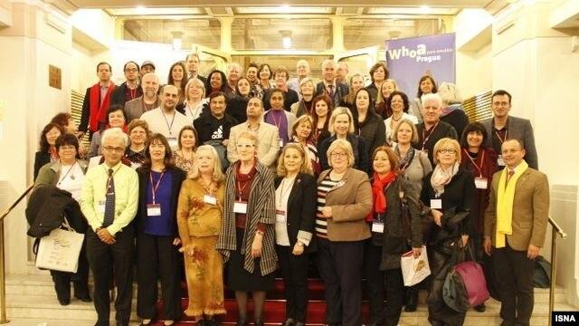 نمایندگان شرکت کننده در کنوانسیون جهانی راهنمایان گردشگری سال ۲۰۱۵ در پراگ