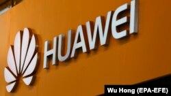 """""""Хуауей"""" получава временен лиценз, за да могат американските компании, които работят с китайския гигант да намерят алтернативни доставчици на технологии"""