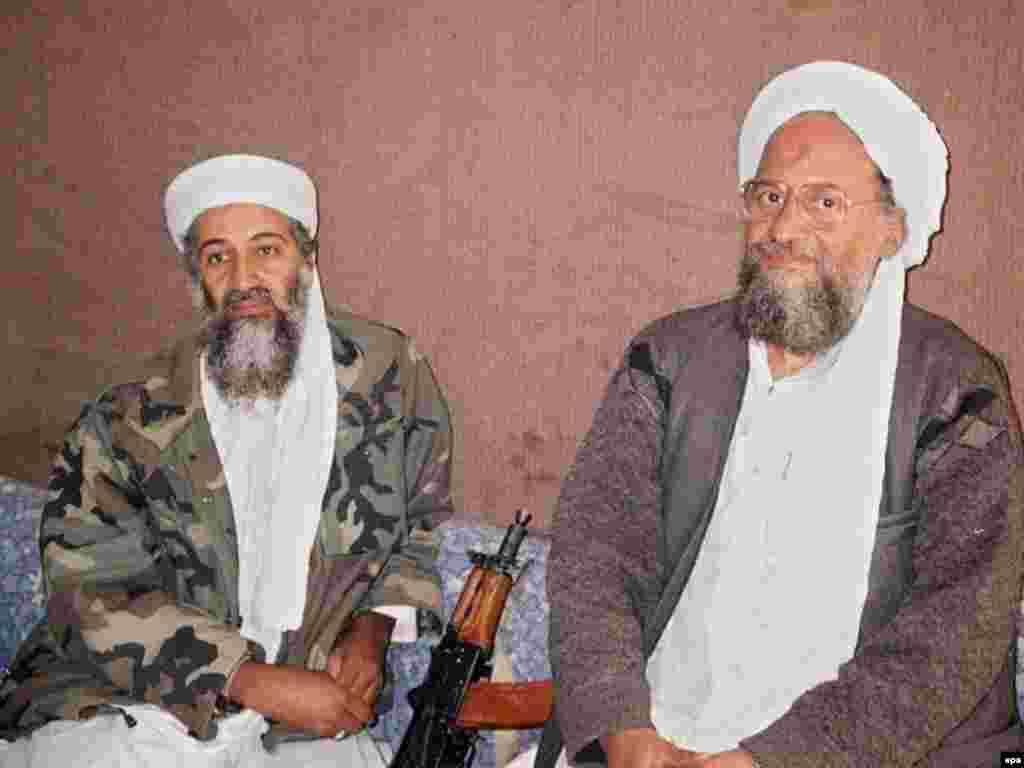 Осама бин Ладен (с) урынбасары Айман әз-Зәвәһири белән Әфганстанда, ноябрь 2001