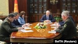 Президент Олександр Лукашенко головує на екстреному засіданні Ради безпеки Білорусі після затримання понад 30 бойовиків «Вагнера», Мінськ 29 липня 2020 року