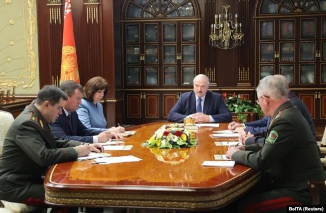 Президент Олександр Лукашенко головує на екстреному засіданні Ради безпеки Білорусі після затримання понад 30 найманців «Вагнера», Мінськ, 29 липня 2020 року