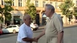 Прагаға басып кірген офицер мен сотталған белсенді