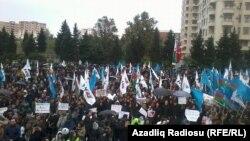Митинг протеста против результатов выборов кандидата в президенты Азербайджана от объединенной оппозиции Джамиля Гасанлы на стадионе в Ясамальском районе, Баку. 27 октября 2013