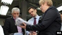 Вицепремиерот и министер за финансии Зоран Ставрески во посета на конфекциско перење и сушење во Стојаково.