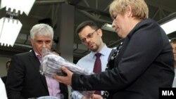 Вицепремиерот и министер за финансии Зоран Ставрески го пушти во употреба новиот погон за конфекциско перење и сушење во Стојаково, сопственост на гевгелискиот конфекциски гигант Ноел.