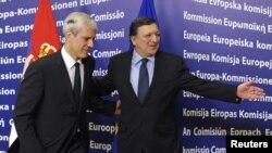 Президент Сербії Борис Тадич (ліворуч) і голова Єврокомісії Жозе Мануель Баррозу, Брюссель, 28 лютого 2012 року