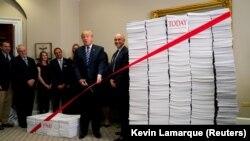Дональд Трамп проводит встречу, посвященную отмене регуляций 14 декабря 2017 года