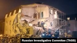 Спасатели на месте взрыва газа в жилом доме Красноярска, февраль 2019 года