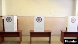 Armenia - A polling station in Vanadzor, 2Oct2016.