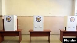 Armenia - A polling station in Vanadzor, 2Oct2016.