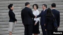 Шавкат Мирзиёев Кытай лидери Си Цзиньпин менен жолугууда. Пекин, 11-май, 2017-жыл
