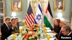 Ndërmjetësi i dialogut izraelito - palestinez, John Kerry ka shtruar iftar të hënën për negociatoret e këtij dialogu, 29 korrik, 2013