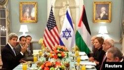 Представители Израиля и Палестинской автономии на встрече в Госдепартаменте