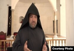 მღვდელი აკოფი