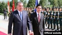 Tajik President Emomali Rahmon (left) and Turkmen President Gurbanguly Berdymukhammedov in Dushanbe in 2014