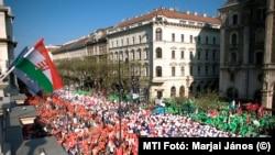 Összefogás - Tüntetés az Operaház előtt 2014-ben