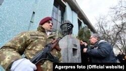 Troița Parașutiștilor de la Televiziunea Română