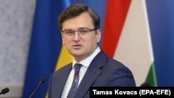 دمیترو کولبا میگوید باید همه جزئیات درباره سرنگونی هواپیمای اوکراینی روشن شود و هرگاه دقیقاً بفهمیم چه اتفاقی رخ داده است، میتوانیم درباره مبلغ غرامت گفتوگو کنیم.