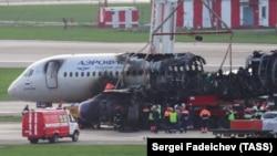 «Суперджет» после катастрофы в аэропорту Шереметьево.