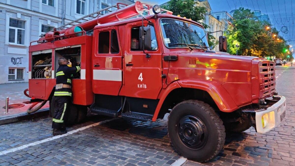 Киев: на Позняках горел в доме, соседнем с вибухлим