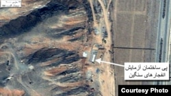 На этом снимке из космоса показано место, где Иран проводит испытания нового оружия. Март 2000 г.