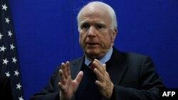 АҚШ сенаторы Джон Маккейн.
