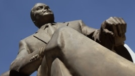 A life-size bronze statue of late Azerbaijani president Heydar Aliyev on Reforma Avenue in Mexico City, 03 Oct 2012