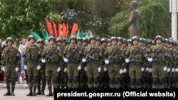 Российские военные на параде в Тирасполе, 9 мая 2017 года