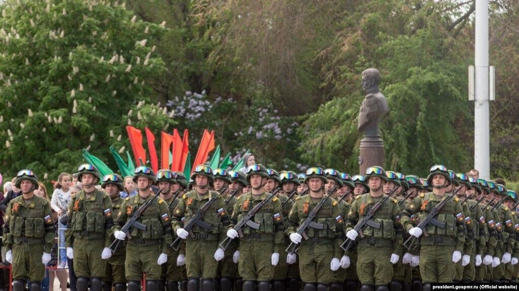 Російські війська на параді в головному місті Придністров'я Тирасполі