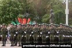 Російські військові на параді в Тирасполі 9 травня 2017 року