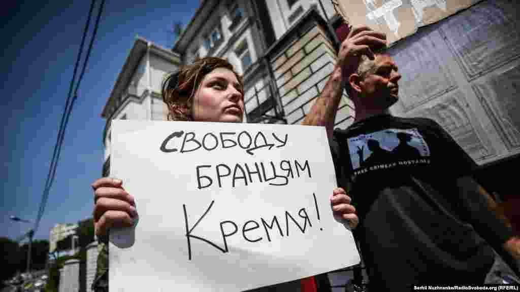 Активисты требовали предоставить свободу «узникам Кремля».