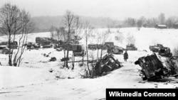 Брошенная под Москвой разбитая немецкая техника. Декабрь 1941. Фото Павла Трошкина.