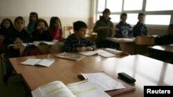Učenici u jednoj od seoskih škola na Kosovu, februar 2012.