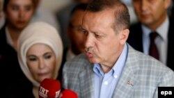 Президент Туреччини Реджеп Таїп Ердоган з дружиною