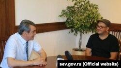 Сергей Меняйло и солист группы «Смысловые галлюцинации» Сергей Бобунец