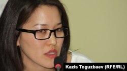 Саяси шешімдер институтының қызметкері Жұлдыз Алматбаева. Алматы, 4 қазан 2012 жыл.