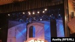 """Юбилейга чыкырылган кунаклар """"Бабайлар чуагы"""" спектаклен карады"""