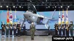 تصویری از مراسم رونمایی از جنگندهٔ کرهای